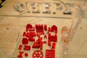 Prusa i3 πλαστικά κομμάτια με πλαίσιο από plexi 8mm